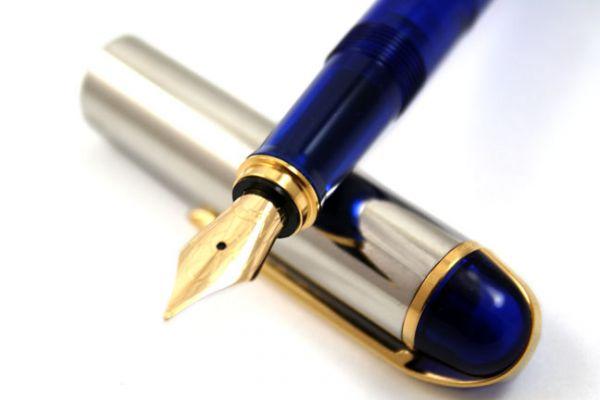 Wahl-Eversharp Skyline Demonstrator Fountain Pen