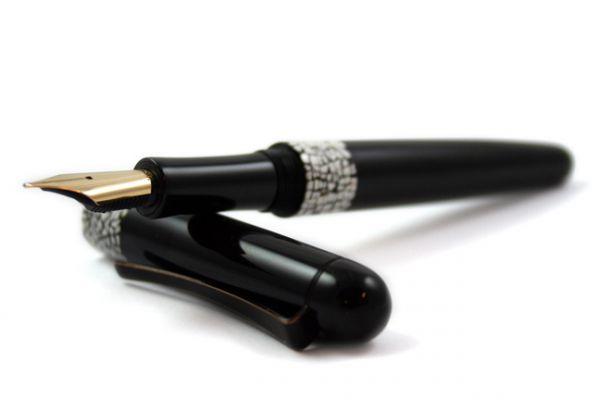 Faggionato Laque Coquille d'Oeuf (Eggshell) Fountain Pen
