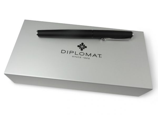 Diplomat Esteem Red Lacquer Fountain Pen